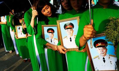 SP - TEM posts - ACTU funerailles de Giap (2013 10 13) (2)